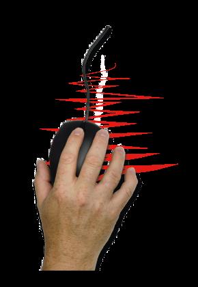 Zitternde Hand mit einer Computermaus in ihr